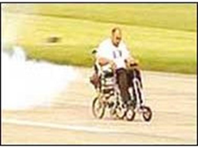 Sandalyeye jet motoru monte etti